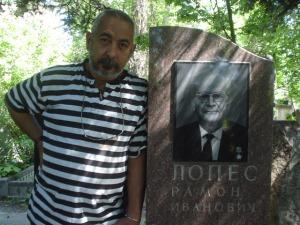 En-la-tumba-de-RMercader-Moscu-2007